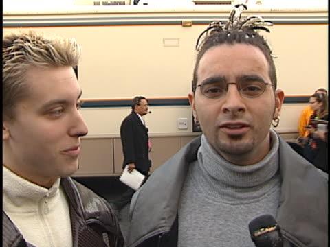 vídeos de stock, filmes e b-roll de n sync at the american music awards 99 at shrine los angeles in los angeles ca - n sync