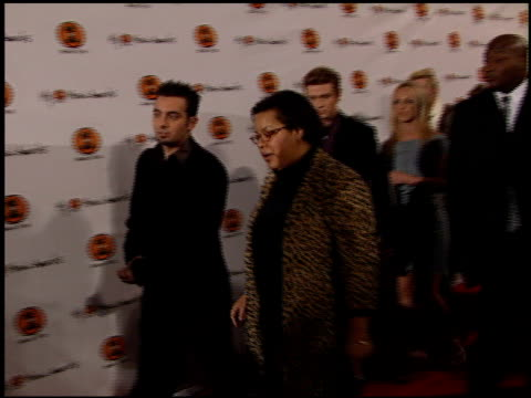 'n sync at the my vh1 music awards entrances at the shrine auditorium in los angeles california on november 30 2000 - n sync stock-videos und b-roll-filmmaterial