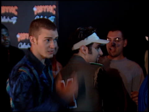 vídeos de stock, filmes e b-roll de 'n sync at the 'n sync celebrity album party at moomba in west hollywood california on july 23 2001 - n sync