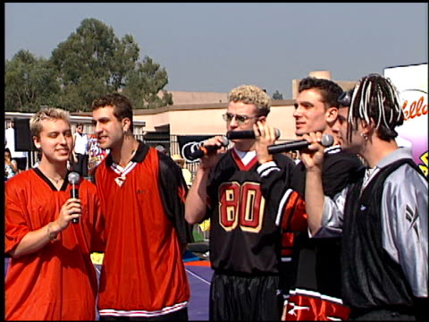 'n sync at the shaqtacular 3 on september 19 1998 - n sync stock-videos und b-roll-filmmaterial
