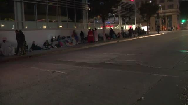 vídeos de stock, filmes e b-roll de ktla'n sync fans waiting in line for hollywood walk of fame ceremony - n sync