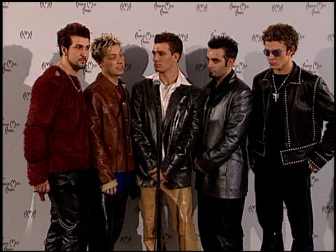 'n sync justin timberlake lance bass joey fatone jc chasez chris kirkpatrick at the american music awards 2000 at the shrine auditorium in los... - american music awards stock videos & royalty-free footage