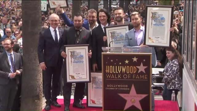 vídeos de stock e filmes b-roll de sync receiving star on hollywood walk of fame. - chris kirkpatrick cantor