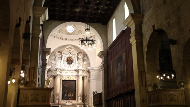 syracuse, cathedral (duomo) of syracuse, formerly the temple of minera, interior view of the chaples - altar stock videos & royalty-free footage