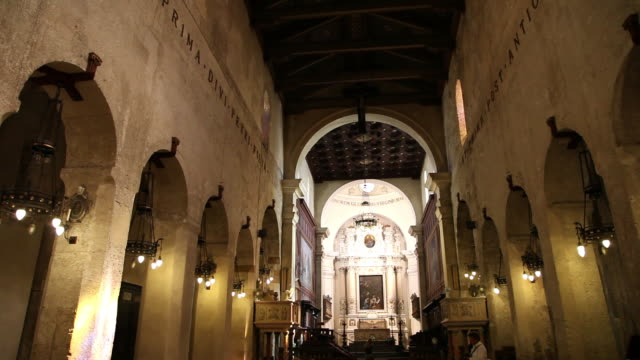 syracuse, cathedral (duomo) of syracuse, formerly the temple of minera, interior view of the nave - minerva 個影片檔及 b 捲影像