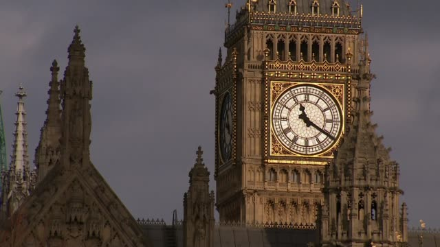 house of commons debate england london westminster clouds across sky with big ben clock tower showing 1120 am close shot big ben clock face showing... - britisches unterhaus stock-videos und b-roll-filmmaterial