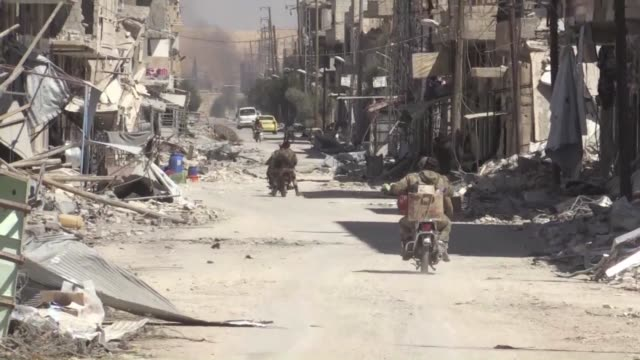 stockvideo's en b-roll-footage met syria regime forces on sunday seized the town of al qaryatain one of the last islamic state group strongholds in central syria consolidating their... - isis