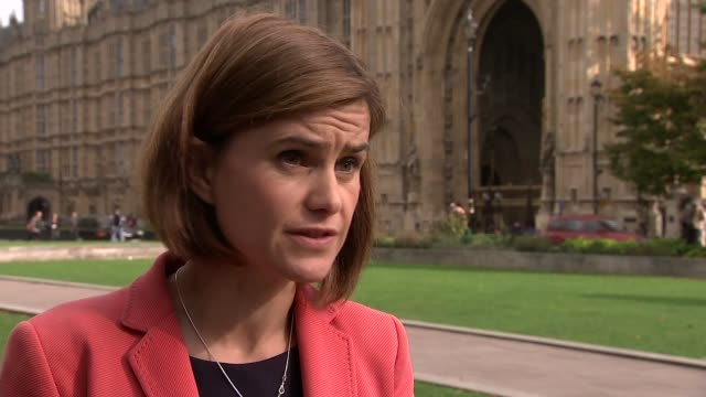 jo cox interview england london ext jo cox mp interview sot on need to look at intervening in syria / on divisions within labour party - jo cox politikerin stock-videos und b-roll-filmmaterial