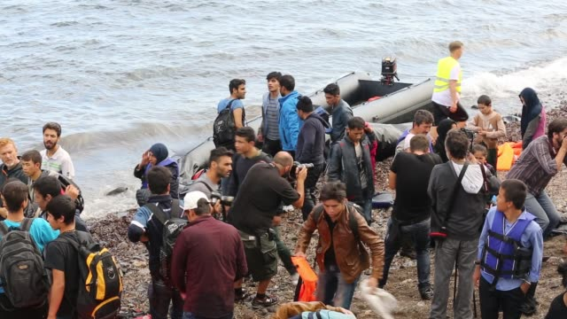 syrian migrants newly arriving from turkey on the beach on the greek island of lesvos. - isil konflikt stock-videos und b-roll-filmmaterial
