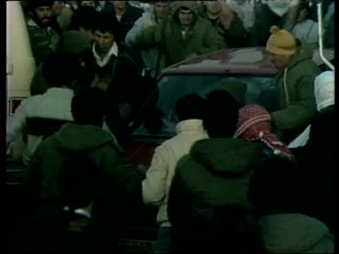 vídeos de stock e filmes b-roll de syrian protestors destroy car in riot - médio oriente