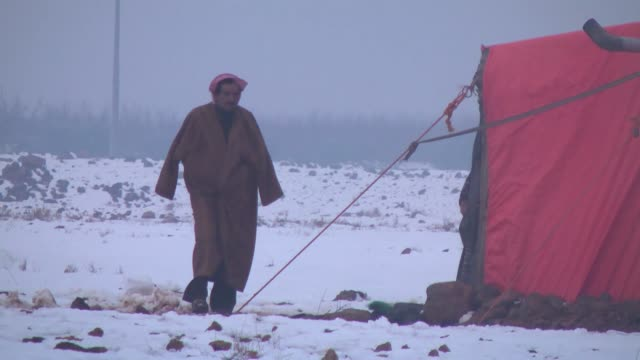 vídeos de stock, filmes e b-roll de syrian refugees living in zaatari refugee camp suffer from cold weather in the tents and demand heater in mafrakjordan on 9 january 2015 - household fixture
