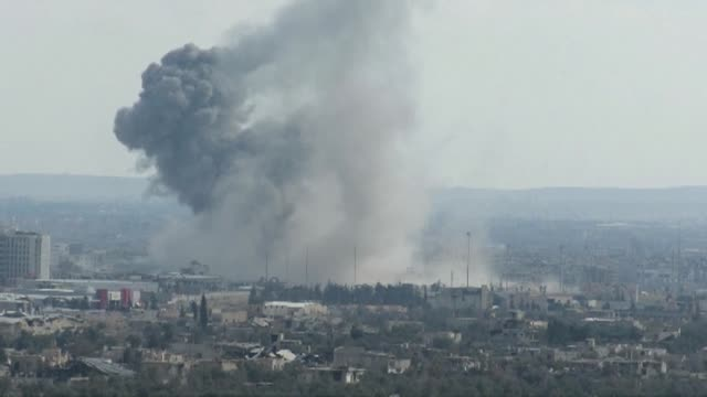 syrian regime forces clashed wednesday with rebels on the outskirts of eastern ghouta despite a humanitarian pause announced by russia and now in its... - syrien stock-videos und b-roll-filmmaterial