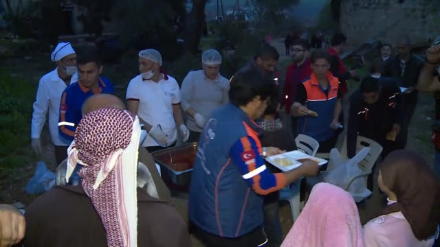 syrians receive food aid from disaster and emergency management presidency and turkish red crescent in two villages of afrin on march 19, 2018 after... - isil konflikt stock-videos und b-roll-filmmaterial