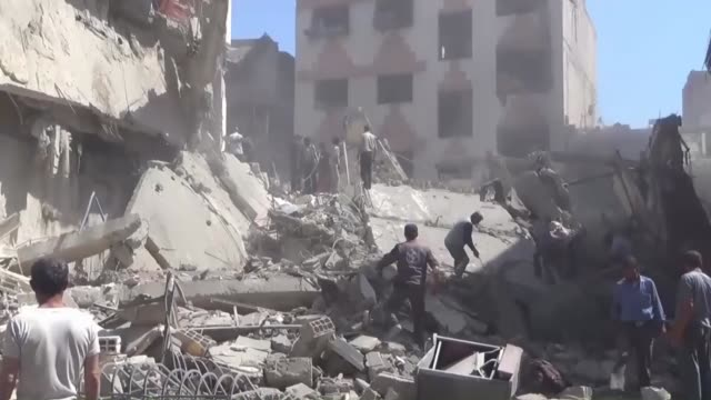 vídeos de stock, filmes e b-roll de syrians search for survivors in the rubble of buildings after assad regime forces' airstrikes on a market in the opposition controlled damascus... - bomb