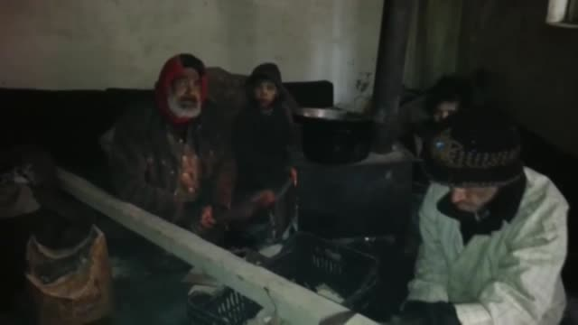 syrians try to endure starvation by boiling salted water and cooking grass and herbs in besieged syrian town of madaya on january 08 2016 thousands... - ausgemergelt stock-videos und b-roll-filmmaterial
