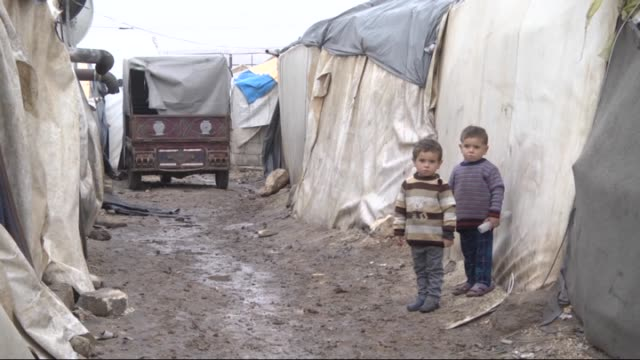 syrians who fled aleppo due the attacks of syrian and russian air forces camp at tents which were distributed by the turkish ngo ihh humanitarian... - syrien stock-videos und b-roll-filmmaterial