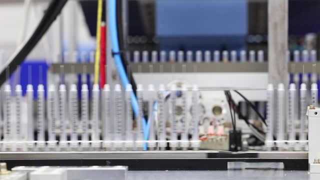 vídeos y material grabado en eventos de stock de syringe for covid-19 vaccine / south korea - material médico