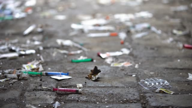 vídeos de stock, filmes e b-roll de syringes and paraphernalia used by drug addicts litter an alley way in walsall town centre on december 06 2018 in walsall england there were 268390... - grupo de objetos