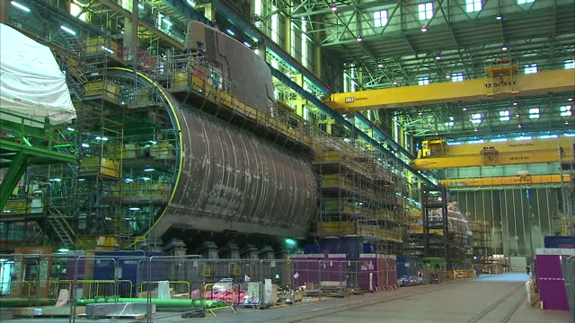 Interior shots Astute class submarines under construction, workers... Vídeo  de stock - Getty Images