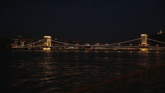 szã©chenyi chain bridge at night - széchenyi chain bridge stock videos and b-roll footage