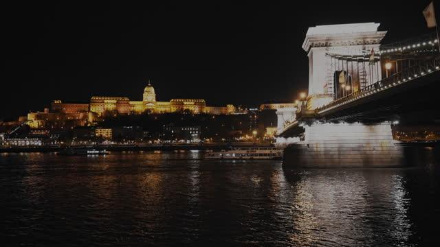 vídeos de stock, filmes e b-roll de ponte szechenyi no danúbio do rio budapeste - chain bridge suspension bridge
