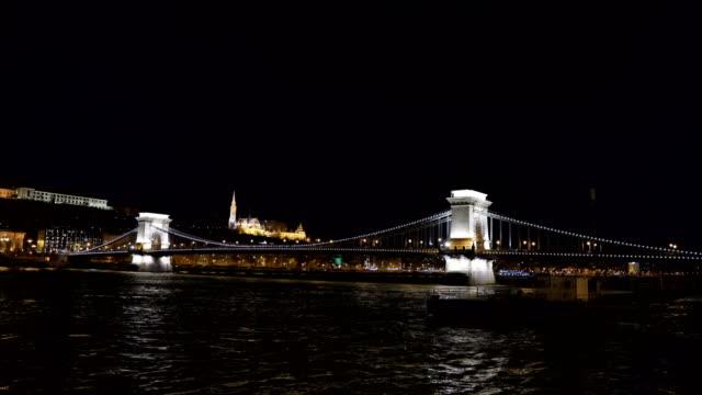 vídeos de stock e filmes b-roll de szechenyi bridge in budapest - ponte széchenyi lánchíd