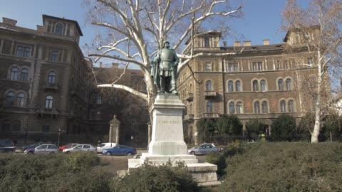 vídeos y material grabado en eventos de stock de szondi george statue on andrassy during winter, unesco world heritage site, budapest, hungary, europe - budapest