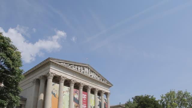 Szépművészeti Múzeum (Museum of Fine Arts), Heroes Square Hosok Tere, Budapest, Hungary, Europe