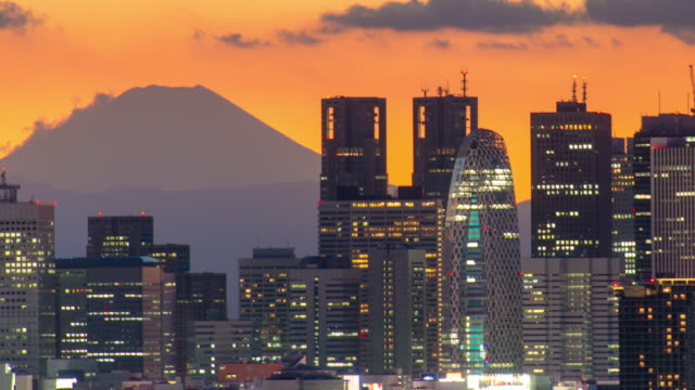 M't fuji and shinjuku cityscape time lapse at dusk
