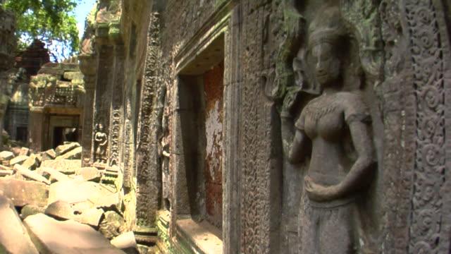 vidéos et rushes de cu ta prohm temple, cambodia - xiiième siècle