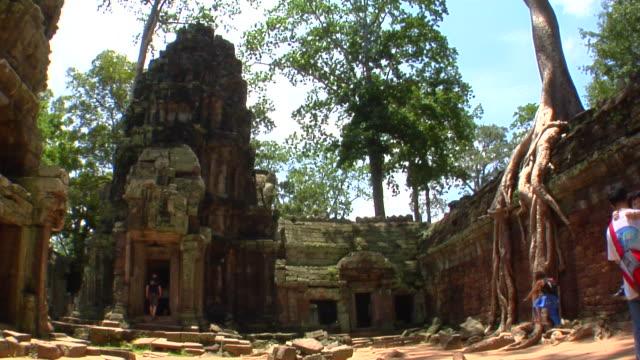 vídeos de stock e filmes b-roll de ws ta prohm temple, cambodia - circa 13th century