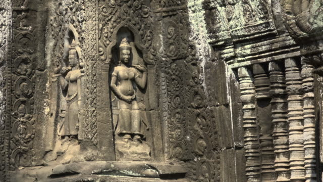 ZI / Ta Prohm temple with Apsara relief