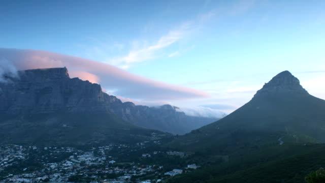 tabe 山と 12 使徒 - テーブルマウンテン国立公園点の映像素材/bロール