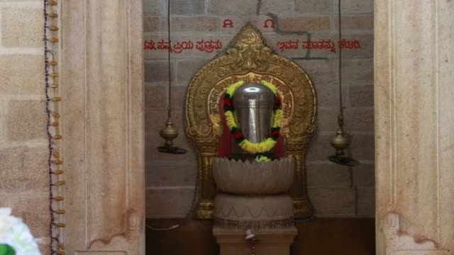 tabernacle inside a catholic church founded by jesuits the church is built in a typical hindu temple style the tabernacle is decorated with a flower... - christian ender stock-videos und b-roll-filmmaterial