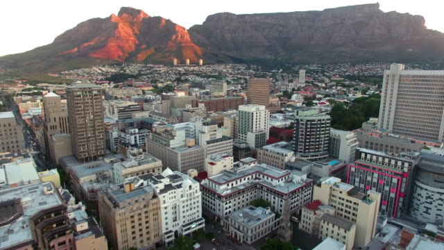 berg table mountain-sonnenuntergang - republik südafrika stock-videos und b-roll-filmmaterial