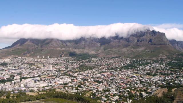 vídeos de stock e filmes b-roll de table mountain time lapse, cidade do cabo áfrica do sul - montanha da mesa áfrica do sul