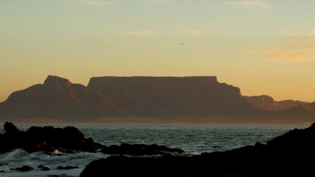 WS Table Mountain viewed from Table Bay beachfront at sunset/ Cape Town/ Western Cape/ South Africa