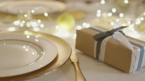vídeos y material grabado en eventos de stock de mesa para navidad - decoración objeto