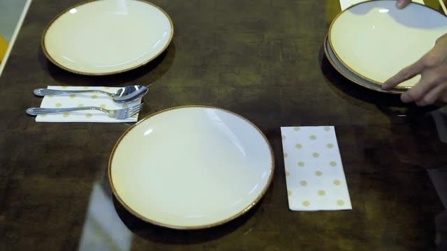stockvideo's en b-roll-footage met table set voor diner in restaurant - vork