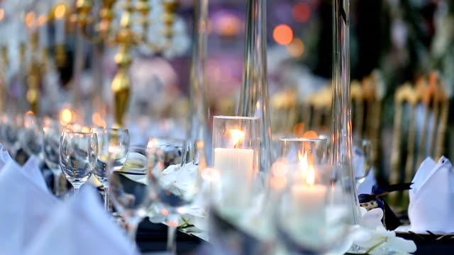 Tafel set voor bruiloft of een ander verzorgd evenement diner.