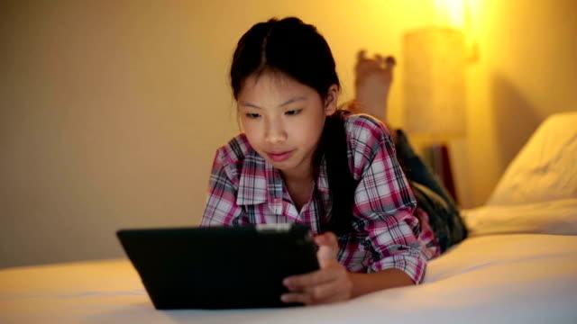 tablet bedroom - varmt ljus bildbanksvideor och videomaterial från bakom kulisserna