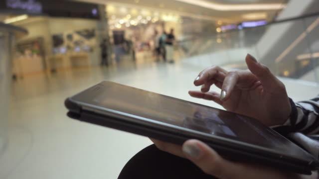 vidéos et rushes de tablette mall - utiliser une tablette numérique