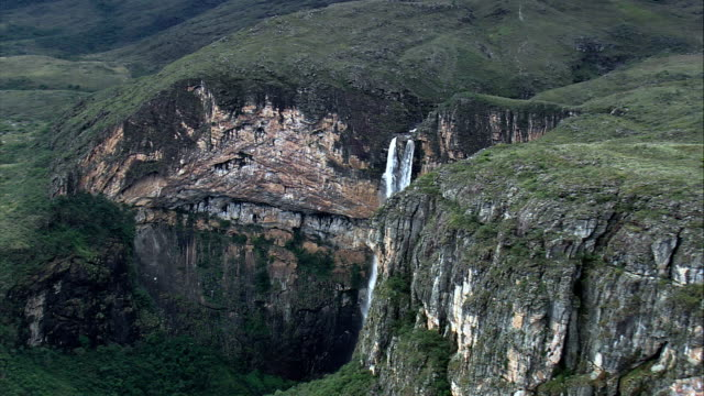 cachoeira do tabuleira  - aerial view - minas gerais, conceição do mato dentro, brazil - minas gerais stock videos and b-roll footage
