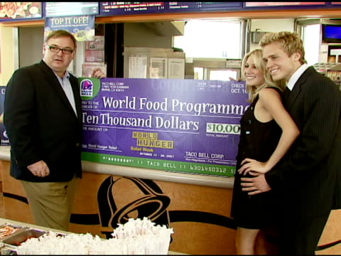 taco bell president greg creed heidi montag and spencer pratt at the taco bell provides 'reality check' on global hunger issue with stars of mtv's... - mtv stock videos & royalty-free footage