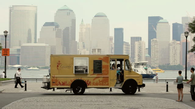 ws taco truck with backdrop of city skyline, river and boats / jersey city, new jersey, usa - concession stand stock videos and b-roll footage