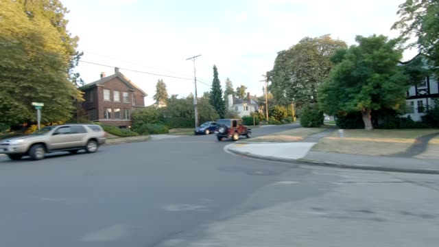 tacoma suburb i synced series left view driving process plate - pierce county washington state stock videos & royalty-free footage