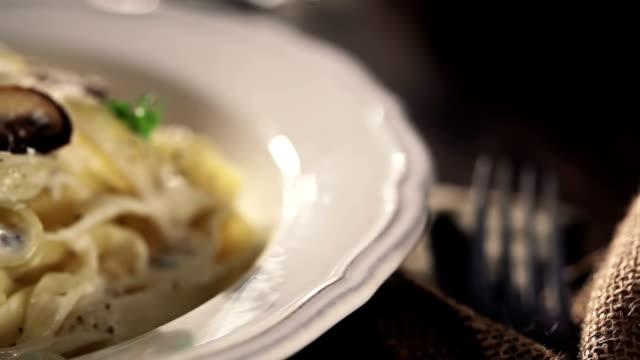 tagliatelle con funghi - parsley video stock e b–roll