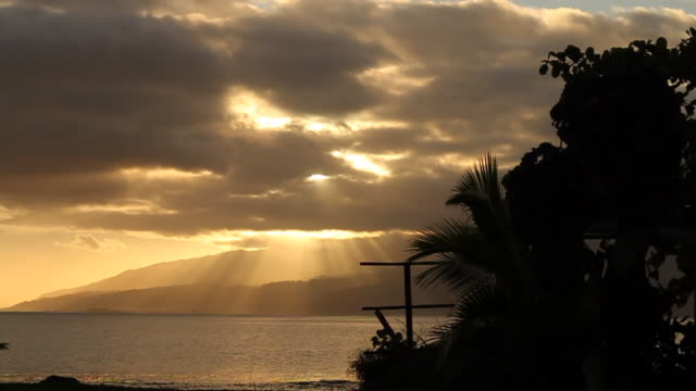 stockvideo's en b-roll-footage met tahiti sunset - tahiti