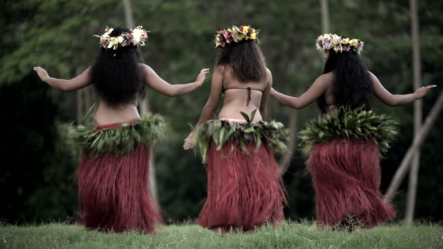 tahitian hula dancers performing barefoot in traditional costume - tahitian culture stock videos & royalty-free footage