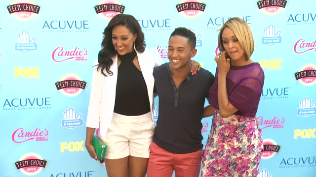 tahj mowry tamera mowry tia mowry at 2013 teen choice awards arrivals on 8/11/2013 in universal city ca - tamera mowry stock videos and b-roll footage